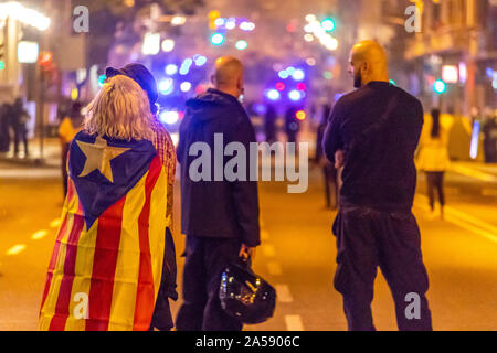 Barcelona, Spain - October 18, 2019: Protesters in Barcelona demand release of jailed Catalan leaders Credit: Dino Geromella/Alamy Live News - Stock Photo