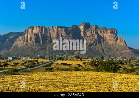 View across the Hawzien Plateau to the Gheralta Mountains, northern part of the East African Rift Valley, Hawzien, Tigray, Ethiopia - Stock Photo