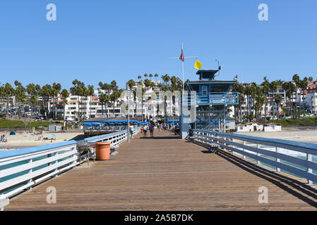 SAN CLEMENTE, CALIFORNIA - 18 OCT 2019: The San Clemente Pier Looking towards the beach and homes on the surrounding hills. - Stock Photo