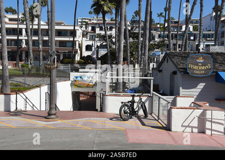 SAN CLEMENTE, CALIFORNIA - 18 OCT 2019: Pedestrian tunnel under the train tracks adjacent ot the San Clement Pier, looking from the pier towards Aveni - Stock Photo