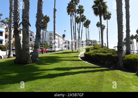 SAN CLEMENTE-, CALIFORNIA - 18 OCT 2019: Park along Avenida Victoria with apartments and shops in the Orange County Beach Town. - Stock Photo