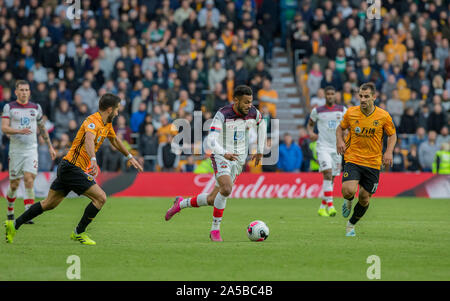 Wolverhampton, UK. 19th Oct, 2019. ; Molineux Stadium, Wolverhampton, West Midlands, England; English Premier League Football, Wolverhampton Wanderers versus Southampton; Sofiane Boufal of Southampton on the attack with the ball at his feet surrounded by Wolves players - Strictly Editorial Use Only. No use with unauthorized audio, video, data, fixture lists, club/league logos or 'live' services. Online in-match use limited to 120 images, no video emulation. No use in betting, games or single club/league/player publications Credit: Action Plus Sports Images/Alamy Live News - Stock Photo