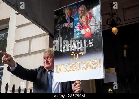 London, UK, 19 Oct 2019. Peoples Vote March. While Parliament debated the deal negotiated by PM Boris Johnson with the EU hundreds of thousands of anti Brexit protestors marched from Park Lane to Parliament Square. Pictured in piccadilly, man intending to represent boris johnson holding a large Grants for Blondes placard. Credit: Stephen Bell/Alamy - Stock Photo