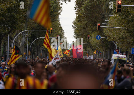 18 th, October 2019, Streets of Barcelona, Barcelona, Catalonia.   Demonstration for Catalan political prisoners.  © Joan Gosa 2019. - Stock Photo