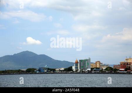 Blick auf Manado in Nordsulawesi, Sulawesi,Indonesien - Stock Photo