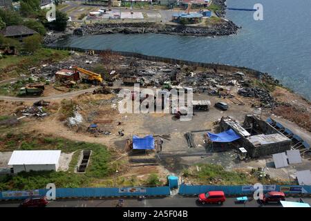 Blick auf Manado in Nordsulawesi - Einrichtung einer Baustelle auf einem ehemaligen Schrottplatz, Sulawesi,Indonesien - Stock Photo