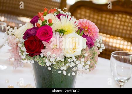 Blumenstrauß mit Rosen und Wiesenblumen festlich arrangiert - Stock Photo