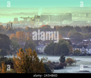 Glasgow, Scotland, UK 21st October, 2019. UK Weather: Glorious start as the dawn met open sky with the promise of  fine Indian summer weather made an appearance after a cold night early morning mist and ground frostturning the greens of knightswood golf course white and low freezing fog over the queen elizabeth hospital and the south of the city. Gerard Ferry/ Alamy Live News - Stock Photo