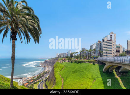 View of Miraflores from Parque Intihuatana on the clifftops overlooking the Pacific Ocean, Lima, Peru, South America - Stock Photo
