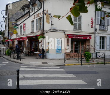 AJAXNETPHOTO. 2019. PORT MARLY, FRANCE. - CAFE FAMED BY ART - CAFE LE BRAZZA CLOSE TO THE RIVER SEINE, MADE FAMOUS BY THE IMPRESSIONIST ARTIST ALFRED SISLEY IN HIS 1876 PAINTING 'L'INONDATION A PORT MARLY'.PHOTO:JONATHAN EASTLAND REF:GX8_192609_563 - Stock Photo