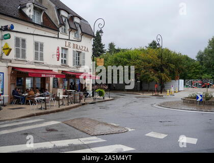 AJAXNETPHOTO. 2019. PORT MARLY, FRANCE. - CAFE FAMED BY ART - CAFE LE BRAZZA CLOSE TO THE RIVER SEINE, MADE FAMOUS BY THE IMPRESSIONIST ARTIST ALFRED SISLEY IN HIS 1876 PAINTING 'L'INONDATION A PORT MARLY'.PHOTO:JONATHAN EASTLAND REF:GX8_192609_565 - Stock Photo