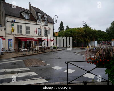 AJAXNETPHOTO. 2019. PORT MARLY, FRANCE. - CAFE FAMED BY ART - CAFE LE BRAZZA CLOSE TO THE RIVER SEINE, MADE FAMOUS BY THE IMPRESSIONIST ARTIST ALFRED SISLEY IN HIS 1876 PAINTING 'L'INONDATION A PORT MARLY'.PHOTO:JONATHAN EASTLAND REF:GX8_192609_567 - Stock Photo