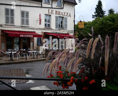 AJAXNETPHOTO. 2019. PORT MARLY, FRANCE. - CAFE FAMED BY ART - CAFE LE BRAZZA CLOSE TO THE RIVER SEINE, MADE FAMOUS BY THE IMPRESSIONIST ARTIST ALFRED SISLEY IN HIS 1876 PAINTING 'L'INONDATION A PORT MARLY'.PHOTO:JONATHAN EASTLAND REF:GX8_192609_568 - Stock Photo
