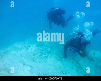 191020-N-SS432-0071  PACIFIC OCEAN (Oct. 20, 2019) Sailors assigned to Underwater Construction Team Two (UCT 2) Construction Dive Detachment /Bravo (CDD/B) survey the site on an obstruction in a channel at the Sapwauhfik Atoll in the Federated States of Micronesia on Oct. 20, 2019 in support of Triggerfish 2019. Triggerfish is a U.S. Third Fleet-led mission that employs expeditionary forces to conduct hydrographic surveys and clear hazards to navigation in the Federated States of Micronesia in order to ensure a free and open Indo-Pacific. (U.S. Navy photo by Mass Communication Specialist 2nd C - Stock Photo