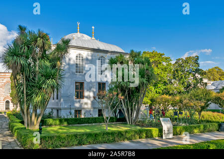 TOPKAPI PALACE TURKEY  AVLU COURTYARD AND THE GREY ENDERUN LIBRARY BUILDING