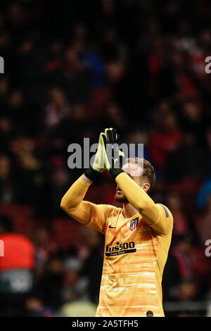 Wanda Metropolitano Stadium, Madrid, Spain. 22nd Oct, 2019. UEFA Champions League Football, Atletico de Madrid versus Bayer Leverkusen; Jan Oblak (Atletico de Madrid) applauds the fans chanting his name - Editorial Use Credit: Action Plus Sports/Alamy Live News - Stock Photo