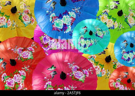 Bunte Sonnenschirme in Bor Sang - Made in Thailand - Stock Photo