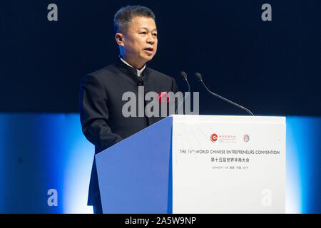 London, Britain. 22nd Oct, 2019. Jimmy Zhang, leader of UK Chinese Business Association, delivers a speech at the 15th World Chinese Entrepreneurs Convention (WCEC) in London, Britain, Oct. 22, 2019. With technological innovations in AI and 5G transforming the world around us, China and Britain can explore closely how to apply these technologies in education and healthcare, Prince Andrew, the Duke of York, said on Tuesday. Credit: Ray Tang/Xinhua/Alamy Live News - Stock Photo