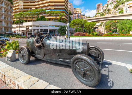 The statue of William Grover in his 1929 Bugatti, the first winner of the Monaco Formula 1 Grand Prix on the street circuit in front of Sainte-Dévote. - Stock Photo