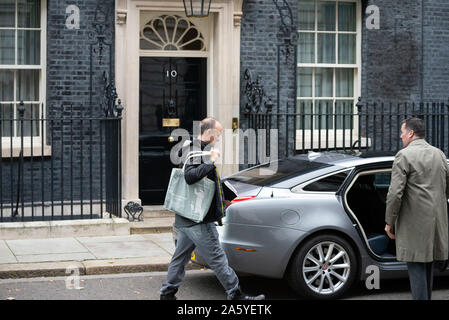 London,UK 23rd October 2019: Dominic Cummings makes his way to PM Johnsons car in  Downing Street ahead of House of Commons for PMQ's. Claire Doherty/Alamy Live News - Stock Photo