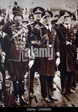 Photograph of Prince Albert Frederick Arthur George (1895-1952) and Prince Henry, Duke of Gloucester (1900-1974) awaiting the return of their brother, of Edward, Prince of Wales (1894-1972) Dated 20th Century - Stock Photo