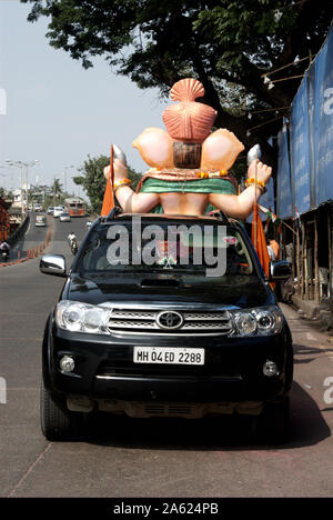 Mumbai, Maharashtra, India, Southeast Asia : Idol of Lord Ganesh; Ganpati Festival immersion / visarjan Transported by car in Mumbai. - Stock Photo