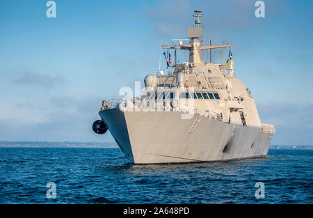 191020-N-BM202-1147 GREAT LAKES, Ill. (Oct. 20, 2019) The future USS Indianapolis (LCS 17) transits Lake Michigan toward Naval Station Great Lakes for a Sail by and Salute. The Navy will commission the littoral combat ship Oct. 26, 2019 in Burns Harbor, Indiana. (U.S. Navy photo by Mass Communication Specialist 2nd Class Camilo Fernan) - Stock Photo