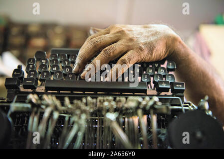 Technician repairing old manual typewriter, Mumbai, Maharashtra, India, Asia - Stock Photo