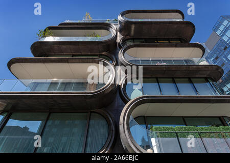 520 West 28th Street in New York by Zaha Hadid. Viewed from the High Line. - Stock Photo