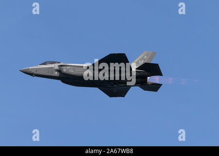 United States Air Force Lockheed Martin F-35 Lightning II fifth generation fighter in afterburner. - Stock Photo