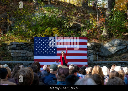 Hanover, United States. 24th Oct, 2019. Presidential candidate Elizabeth Warren campaigns at Dartmouth College in Hanover. Credit: SOPA Images Limited/Alamy Live News - Stock Photo