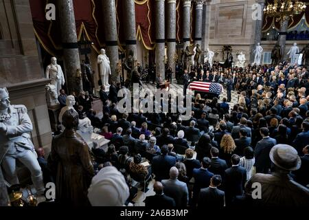 Washington DC, USA. 24th Oct, 2019.  United States Representative Elijah Cummings (Democrat of Maryland) lies in state within Statuary Hall during a memorial ceremony on Capitol Hill in Washington, DC on Thursday October 24, 2019. Credit: ZUMA Press, Inc./Alamy Live News - Stock Photo