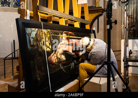 Colmar, France. 25th Oct, 2019. A restorer is working on a panel of the Isenheim altar in the Museé Unterlinden. The altar is currently undergoing extensive restoration. Credit: dpa picture alliance/Alamy Live News - Stock Photo