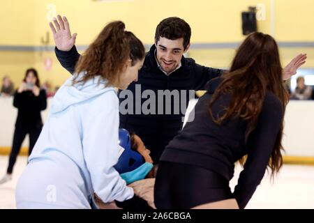 Malaga, Spain. 25th Oct, 2019. Spanish figure skater and two times World Champion Javier Fernandez (C) leads an Inclusive Figure Skating class in Benalmadena, Malaga, Spain, 25 October 2019. Credit: EFE News Agency/Alamy Live News - Stock Photo