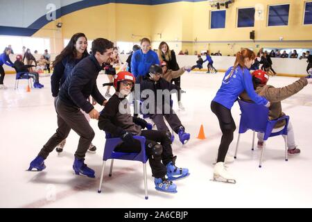 Malaga, Spain. 25th Oct, 2019. Spanish figure skater and two times World Champion Javier Fernandez (L) leads an Inclusive Figure Skating class in Benalmadena, Malaga, Spain, 25 October 2019. Credit: EFE News Agency/Alamy Live News - Stock Photo
