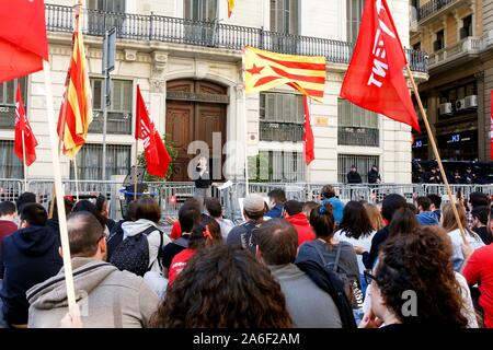 Barcelona, Spain. 26th Oct, 2019. Catalan pro-independent party ERC's Youth Movement activists protest outside Spanish National Police headquarters in Barcelona, Catalonia, northeastern Spain, 26 October 2019. Credit: Quique Garcia/EFE/Alamy Live News - Stock Photo