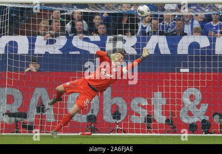 Gelsenkirchen, Deutschland. 26th Oct, 2019. firo: 26.10.2019, Football, Football: 1.Bundesliga, season 2019/2020, FC Schalke 04 - Borussia Dortmund Parade, Alexander Nubel | usage worldwide Credit: dpa/Alamy Live News Stock Photo