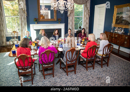 Washington, United States Of America. 24th Oct, 2019. USA. Oct. 25, 2019. Second Lady Karen Pence meets with senior military spouses Thursday, Oct. 24, 2019, at the Vice PresidentÕs Residence in Washington, D.C People: Second Lady Karen Pence Credit: Storms Media Group/Alamy Live News Credit: Storms Media Group/Alamy Live News - Stock Photo