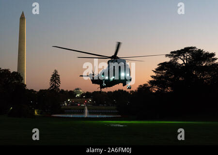 Washington, United States Of America. 23rd Oct, 2019. USA. Oct. 25, 2019. Marine One, with President Donald J. Trump aboard, prepares to land on the South Lawn of the White House Wednesday, Oct. 23, 2019, following his trip to Pittsburgh. People: President Donald J. Trump Credit: Storms Media Group/Alamy Live News Credit: Storms Media Group/Alamy Live News - Stock Photo