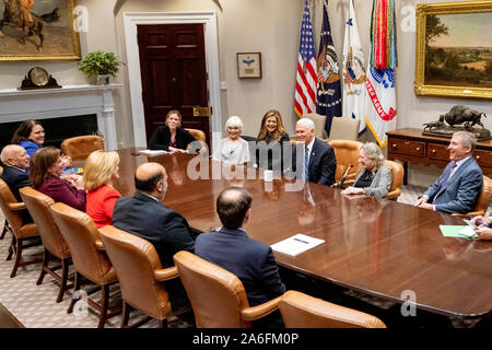 Washington, United States Of America. 22nd Oct, 2019. USA. Oct. 25, 2019. Vice President Mike Pence meets with members of the Susan B. Anthony List Tuesday, Oct. 22, 2019, Tuesday, Oct. 22, 2019, in the Roosevelt Room of the White House. People: Vice President Mike Pence Credit: Storms Media Group/Alamy Live News Credit: Storms Media Group/Alamy Live News - Stock Photo