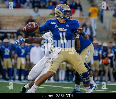 Tulsa, OK, USA. 26th Oct, 2019. Tulsa Quarterback ZACH SMITH (11) looks for an open receiver during the Tulsa vs Memphis game on Oct 26th, 2019 at H.A Chapman Stadium in Tulsa, OK. Credit: Shane Cossey/ZUMA Wire/Alamy Live News - Stock Photo