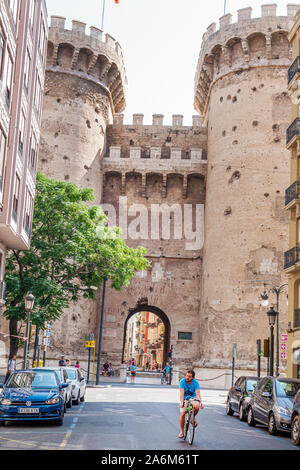 Spain,Valencia,Ciutat Vella,old city,historic district,Torres de Quart,Gothic style defensive towers,1400s,Medieval city wall,historical landmark,arch
