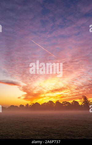 Northampton, UK. 28th Oct, 2019. UK Weather, A spectacular dawn sky over Abington Park this morning with ground mist and a light frost promising another nice day, Credit: Keith J Smith./Alamy Live News - Stock Photo