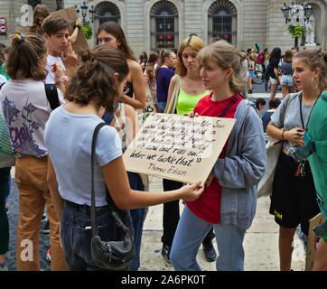 Barcelona, Fridays for future demonstration, Signs and People