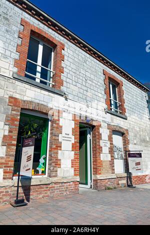 Europe, France, Grand Est, L'Epine, Artisan Boulanger Patissier (Baker's Shop) on Rue du Luxembourg - Stock Photo
