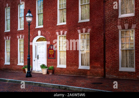 Robert Johnson House MD -The facade of one of Annapolis historic Inn. Established in  1776 and located at 23 State Circle in Maryland. - Stock Photo