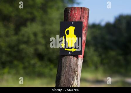 Confusing sign with vase and two arrows - Stock Photo