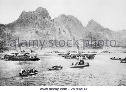 WW1 British Forces landing at Wei-hai-wei China, vintage photograph from 1914 - Stock Photo