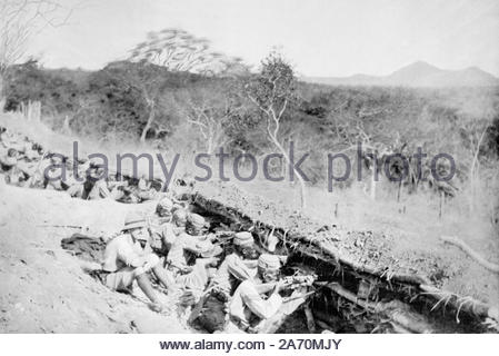 WW1 King's African Rifles in the trenches defending the Uganda railway, vintage photograph from 1914 - Stock Photo