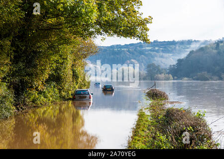 Cars stuck in flood water on the B4234 by the River Wye on 28.10.2019 near Kerne Bridge, Herefordshire UK - Flooding was caused by heavy rain in Wales - Stock Photo